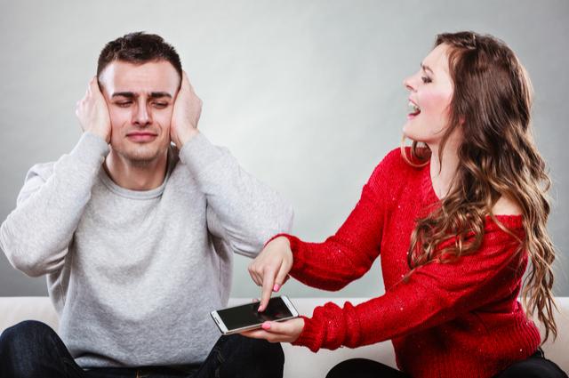 女人最傷男人的4句話,「嫁錯人了」只排第三